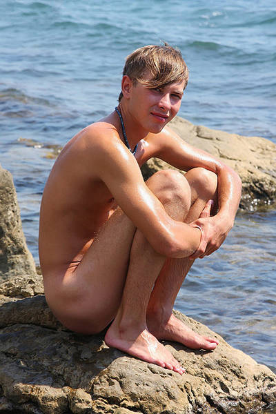 The naked guy by the sea